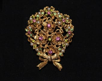 Vintage Florenza pearl and gemstone gold-toned pin
