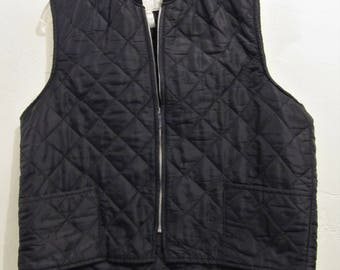 A Men's Vintage 90's,Thin Black Zip front INSULATED Vest By Field N'Forest.L