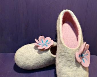Wool Slippers Felted Slippers Women Slippers Rose Slippers White Slippers Winter Slippers Eco Slippers Felt Home Shoes Handmade Slippers