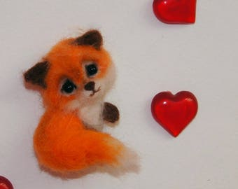 Кed Fox brooch made of wool