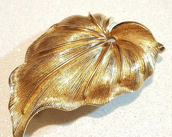 ON SALE  : Vintage Goldtone Leaf Pin Brooch Signed Monet