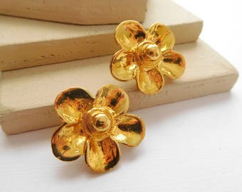 Retro Vintage Polished Yellow Gold Tone Daisy Flower Clip On Earrings I41