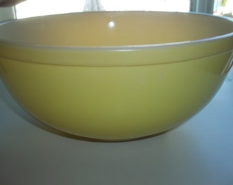 Pyrex#404 Large Yellow Nesting  Mixing Bowl 4 Quart