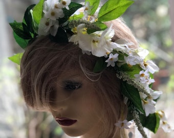 Bridal hair wreath, Ivory white flower crown, bridal flower crown, Ivory flower headpiece, white flower crown, flower leaves crown,