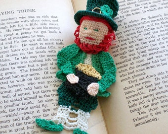 lucky Irish leprechaun crochet bookmark with pot of gold and shamrock on hat, celtic wall art, unique bookmark, celtic wall art, st patricks