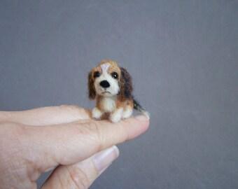 Custom pet portrait Needle Felted miniature Dog - Wool animal sculpture-Collectible artist animals- Beagle- dollhouse miniature-1 inch.