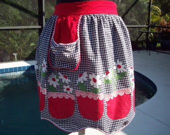 White Daisy Checkered Half Apron