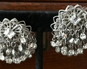1950s tremblant clip earrings in clear crystals