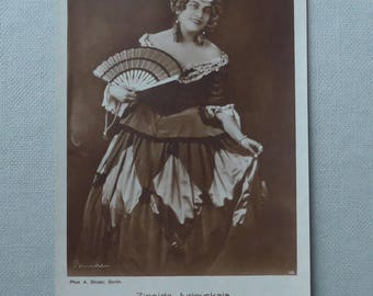 "Zinaida Jurjevskaja, Opera singer, vint. p/card. Russian Opera singer as ""Flordiligi - Cosi-fan tutte"", 1892-1925?, sepia/unused 1910s-20s"