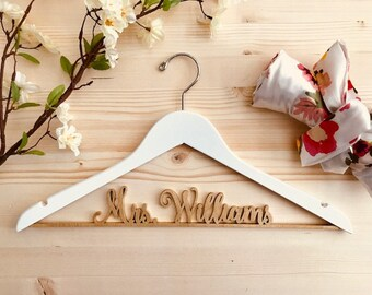 Personalized Hanger, Customized Hanger, Wire Name Hanger, Bride hanger, Wire Hanger, Bride Gift, Wood Name Hanger, Custom Hanger
