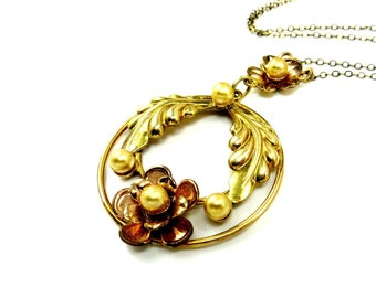 Gold Flower Necklace, Laurel Wreath Pendant, Vintage Pearl Necklace, Daisy Necklace, Gift For Mom, 1940's Jewelry