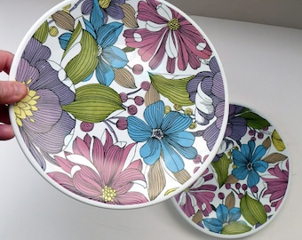 Rare WASHINGTON POTTERY Pair of 1960s Flower Power Plates. INVITATION Pattern