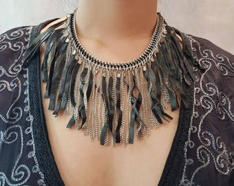 Choker with fringe leather and chain