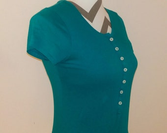 Turquoise// green// short sleeve// button// scoop neck// cap sleeve// T-shirt