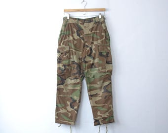 Vintage 90's grunge camo pants, camouflage cargo pants, fatigues, size small