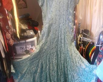 newer-never worn-Green Lace Dress w Banana Peel Bottom, sz M/L