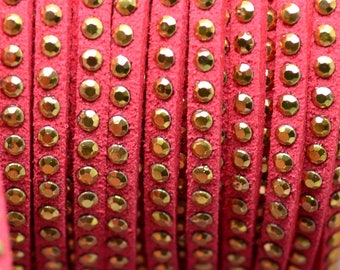 1 meter suedine Ribbon coral studded gold 3mm