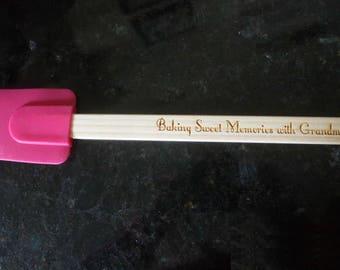 Personalized silicone spatula, engraved spatula, birthday gift, grandma gift, holiday gift, custom spatula, cooking gift, baking gift.