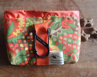 SMALL Dog Treat Training Pouch Bag with Carabiner, Puppy Treat Training Bag, Dog Walks Hikes, Pet Lover Gift, Dog Treats, Bait Bag, Dog Bag