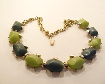 Beautiful Vintage Chunky Forest Green & OlivineThermoset Necklace