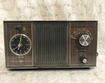 Vintage General Electric AM Clock Radio Alarm Solid State NICE