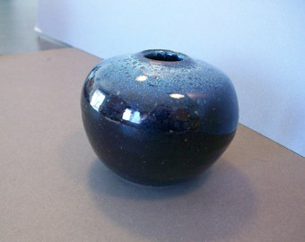 Stoneware short round pot