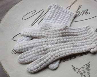 Vintage 1950's White Crochet Knit Gloves // 40s 50s Crochet Bobble Tea Gloves