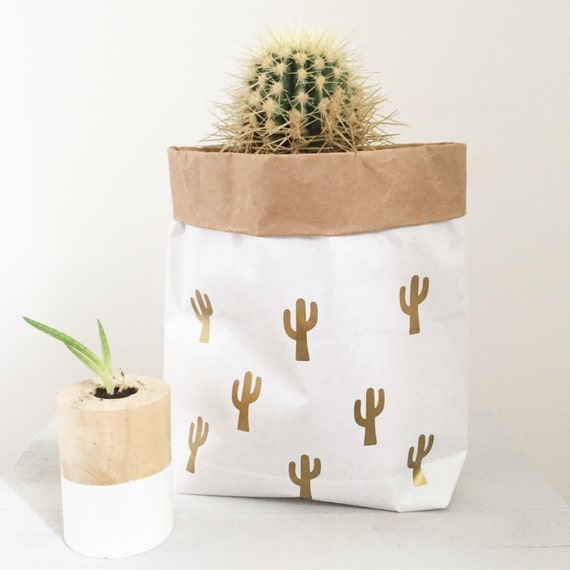 sac de rangement papier cactus porte plante cadeau sac en. Black Bedroom Furniture Sets. Home Design Ideas