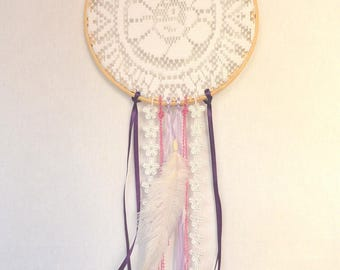 Hanging wall hanging catches dreams doily
