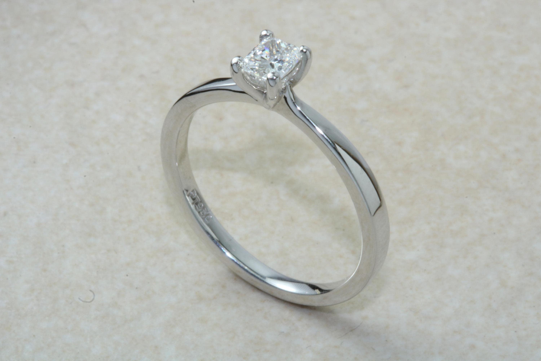 Platinum Natural Diamond SolitaireReal 0 31ct Princess Cut