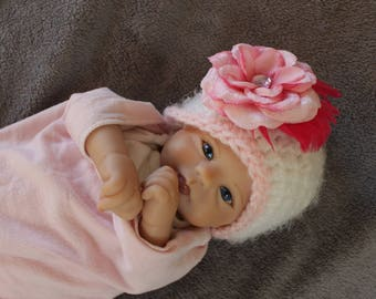 Crochet baby girl hat, newborn girl white hat with pink trim and pink clip on flower, ready made newborn girl hat, baby girl photo prop hat