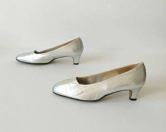 SILVER 1960s Sparkle Fabric PUMPS Size 6.5/7