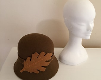 Brown Felt Cloche Hat With Gold Felt Leaf, Winter Cloche Hat, Leaf Cloche Hat, Retro Cloche, Autumn Style Cloche Hat, 1920s Hat Style