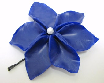 Blue polymer flower hair pin with white pearl