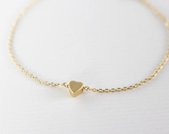 Tiny heart bracelet // Gold