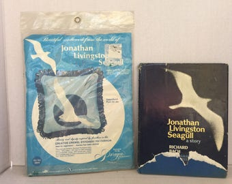 Vintage Jonathan livingston seagull kit and book