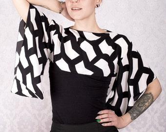 Black and white pattern Kimono sleeve top