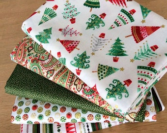 TRADITIONAL CHRISTMAS Fat Quarter Bundle H Quilting Craft Cotton Fabric by Makower 2017