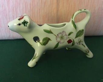 A cow on the table! Creamer or gravy boat decorated porcelain
