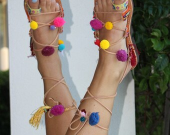 Boho sandals, handmade sandals, women's gladiators, leather gladiators, greek sandals,Sandales Boheme , Gladiateurs Au Pom Pons , nu-pieds