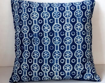 Square decorative pillow, cotton block print indigo and white, double fleece 3