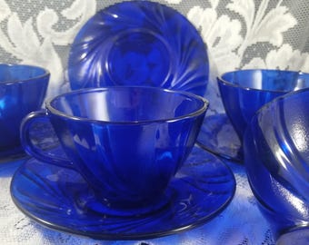 A Set of 4 Vereco Cobalt Blue Teacup and Saucer with Clear and Frosted Swirls Made in France, Cobalt Blue Coffee Cups and Saucers.