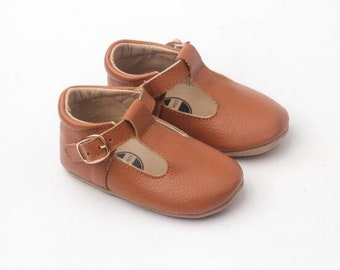 Baby leather moccassins / Baby mary janes / soft soled shoes / leather baby shoes / brown baby shoes / Tan baby moccs