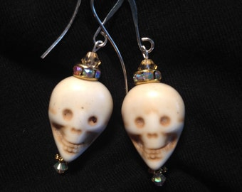 Skull-king around skull earrings.