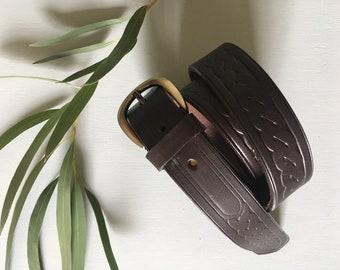 Chocolate coloured platt embossed leather belt with brass buckle 90s era uk 8 - 12
