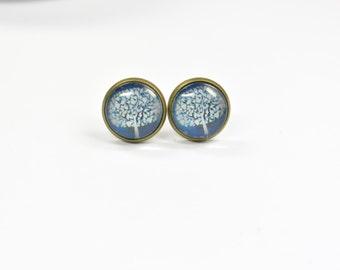 Stud earring tree blue