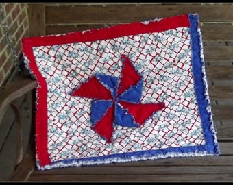 Patriotic Pinwheel Table Topper or Mini Quilt