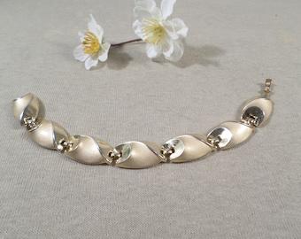 CROWN TRIFARI! Beautiful Vintage Gold Tone Link Bracelet Signed Crown Trifari  DL# 4539