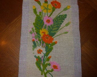 CANVAS finish flowers, the current tapestry finish embroidered part, vintage 1970's creation roxane comes without wires.