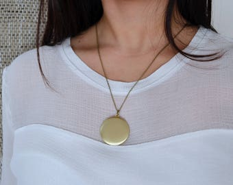 Elegant Vintage Golden Locket - Picture Frame - Minimalist - Long Necklace